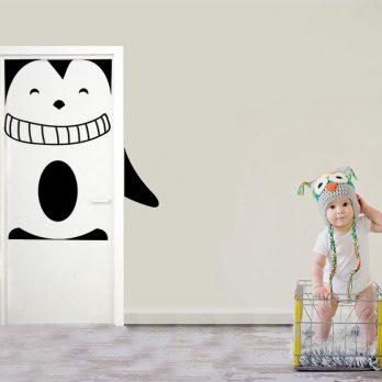 vinilo puerta infantil pinguino
