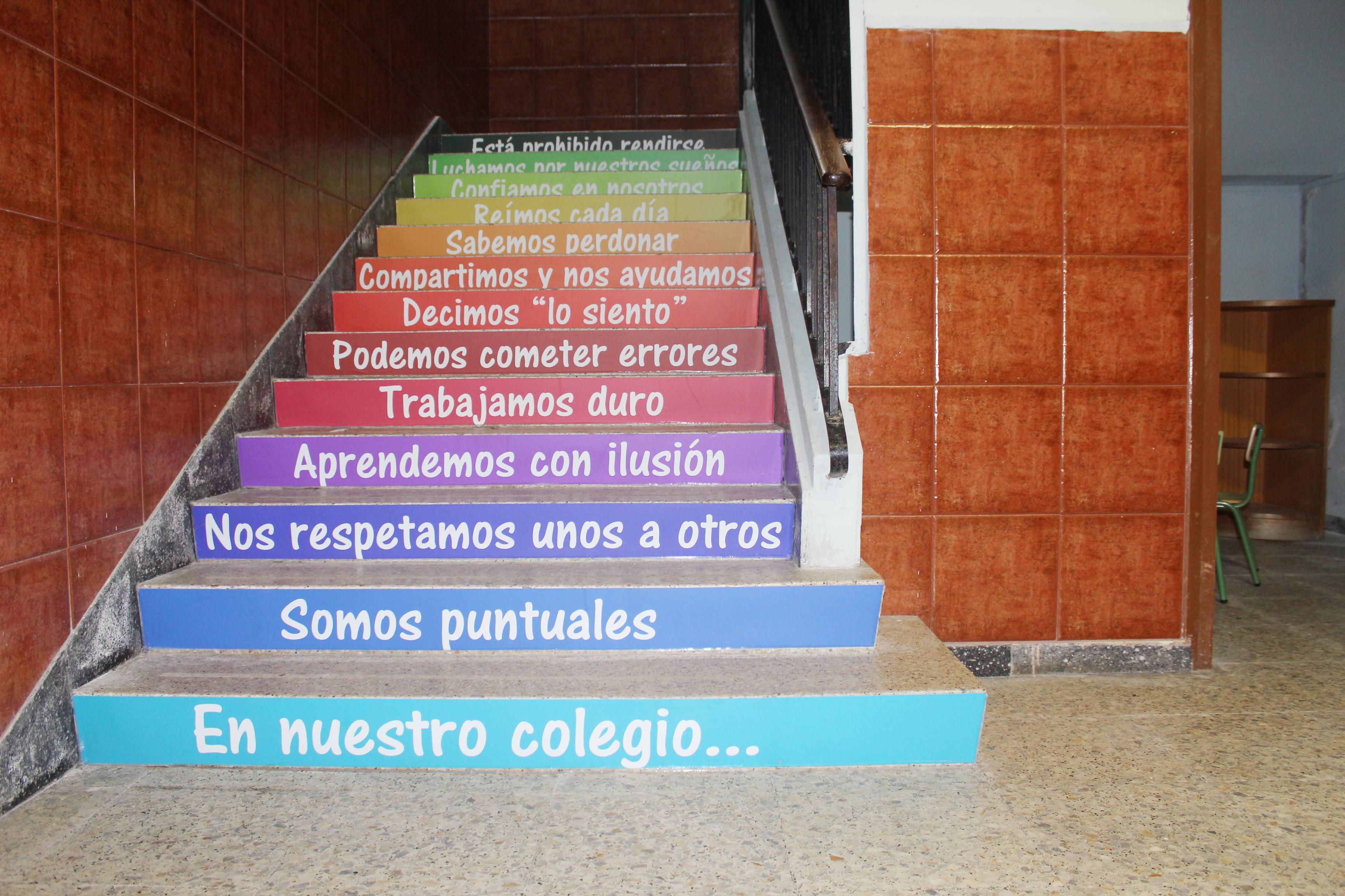 Vinilo en escaleras colegio