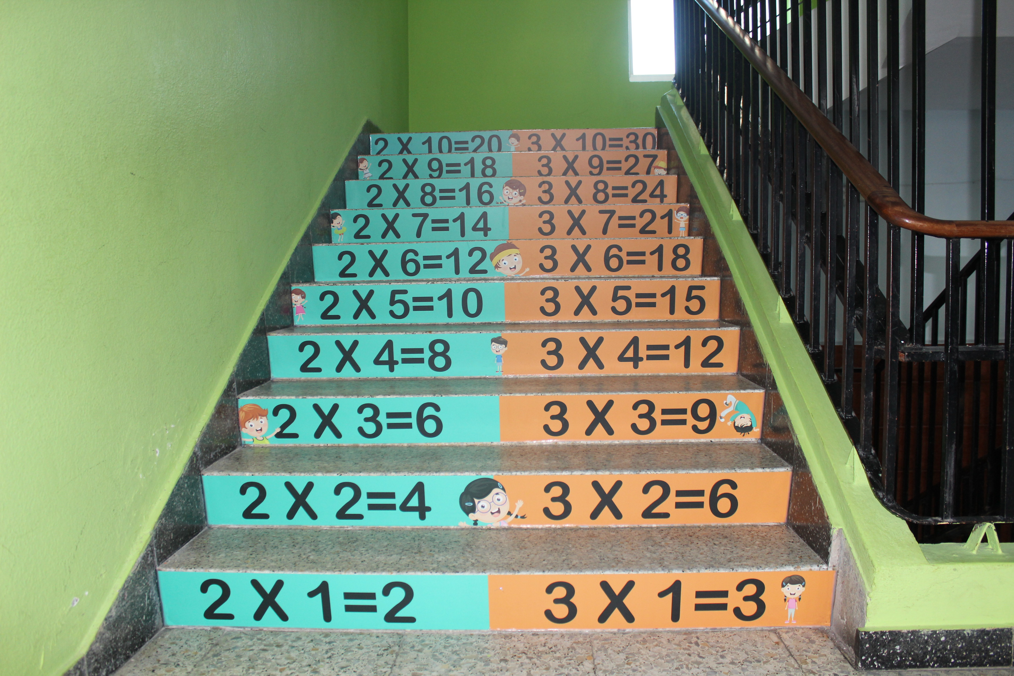 vinilo escaleras colegio tablas